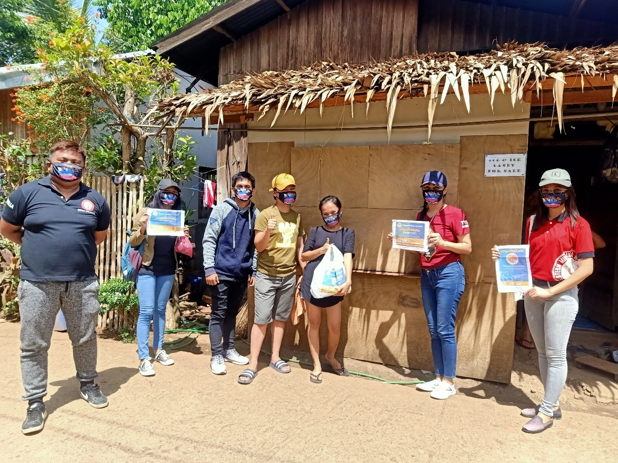Volunteers of SAF-Malangas handed over the sustenance package to the stranded students of WMSU